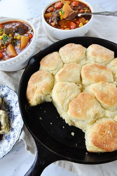 Cast Iron Skillet Biscuits are easy and delicious and the perfect addition to just about any meal! Cast Iron Skillet Biscuits - Cast Iron Skillet Biscuits are easy and delicious and the perfect addition to just about any meal! Cast Iron Skillet Cooking, Iron Skillet Recipes, Cast Iron Recipes, Dutch Oven Cooking, Dutch Oven Recipes, Cooking Recipes, Grilling Recipes, Bread Recipes, Cast Iron Bread