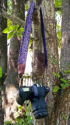 Whether your camera of choice is pocket sized or a DSLR you are going to fall head over heels for these DIY camera straps and cases! Nikon Camera Tips, Camera Hacks, Camera Case, Camera Gear, Quilt Size Charts, Quilt Sizes, Diy Camera Strap, Quilting For Beginners, Beginner Quilting