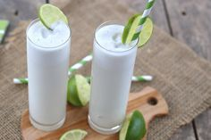 Coconut Lime Coolers 1 c. canned coconut milk c. fresh lime juice 2 Tbsp sugar substitute 1 tsp lime zest 1 c. crushed Ice Club soda Blend coconut milk, lime juice ,sweetener, zest & I've until smooth. Divide into 4 glasses & add club soda. Low Carb Drinks, Low Carb Smoothies, Smoothie Drinks, Low Carb Desserts, Smoothie Recipes, Low Carb Recipes, Drink Recipes, Yummy Drinks, Healthy Drinks