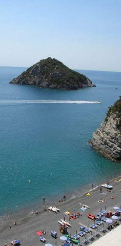 Offerte lavoro Genova  Temperature record per tutta l'estate hanno oscillato fra i 24 e i 26 gradi  #Liguria #Genova #operatori #animatori #rappresentanti #tecnico #informatico Estate bollente il Mar Ligure ha la febbre