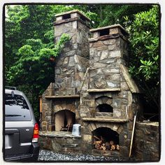 Outdoor fireplace and pizza oven