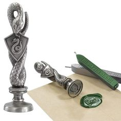 Buy Harry Potter - Slytherin Wax Stamp online and save! Harry Potter – Slytherin Wax Stamp From the film series 'Harry Potter' comes this cool diecast Wax Stamp with 2 coloured wax sticks! Harry Potter Schmuck, Bijoux Harry Potter, Objet Harry Potter, Harry Potter Room, Harry Potter Gifts, Harry Potter Fan Art, Harry Potter World, Harry Potter Memes, Harry Potter Candles