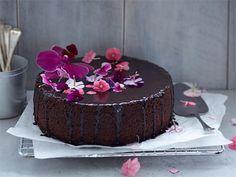 Tämä herkullinen kakku on nopea valmistaa.Valmista kakku kuitenkin etukäteen, sillä sen maku ja rakenne paranevat päivän parin päästä leipomisesta.