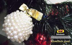 Artesanato Natalino - Como fazer bola de Natal com pérolas http://topartesanato.com/como-fazer-bola-de-natal-perolada/  #artesanato #xmas #natal #christmas #handmade #diy