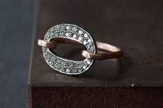 Pavé Diamond Orbit Ring di LexLuxe su Etsy, $188.00