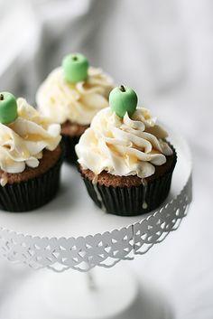 adorable apples on cupcakes.  Teacher gift idea