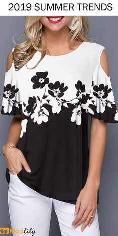 Best 12 Spring Summer Black & White Flower Print Cold Shoulder Half Sleeve T Shirt, shop the cute top at Liligal now! Blouse Styles, Blouse Designs, Trendy Tops For Women, Ladies Dress Design, Cute Tops, Half Sleeves, Diy Clothes, Ideias Fashion, Fashion Dresses