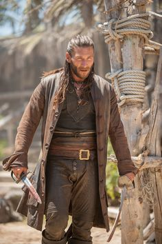 Zach McGowan as Captain Charles Vane in Black Sails Black Sails Tv Series, Black Sails Starz, Larp, Charles Vane Black Sails, Hannah New, Captain Flint, Pirate Adventure, Pirate Life, Medieval Clothing