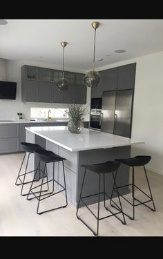 small kitchen lighting ideas pictures for low ceilings 18 - censiblehome Kitchen Buffet, Home Decor Kitchen, Kitchen Interior, New Kitchen, Interior Design Living Room, Kitchen Hacks, Kitchen Ideas, Small Kitchen Lighting, Classic Kitchen