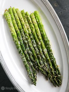 Home Made Doggy Foodstuff FAQ's And Ideas Baked Asparagus With Parmesan So Easy And Elegant Asparagus Spears, Trimmed And Sprinkled With Olive Oil, Salt, Pepper, And Parmesan Cheese. Takes Only 10 Minutes To Cook Perfect Side Dish For Entertaining. Simply Recipes, Side Dish Recipes, Vegetable Recipes, Vegetarian Recipes, Cooking Recipes, Coquille Saint Jacques, Parmesan Recipes, Baked Asparagus Recipes, Vegetable Side Dishes