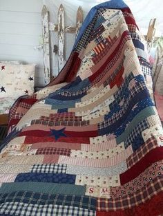 patriotic red, white, and blue quilt with free pattern Colchas Quilt, Flag Quilt, Patriotic Quilts, Quilt Blocks, Patriotic Crafts, July Crafts, Quilt Kits, Quilt Top, Colchas Country