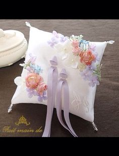 Like this idea for cushion cover. :)
