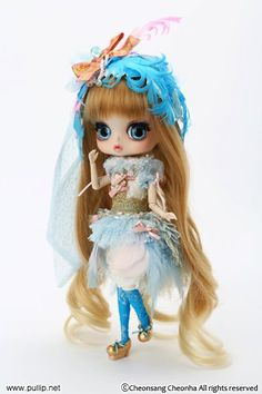 Byul from the Peacock Series. Again, cute but I don't think she fits with the other dolls in the series. It's like she and Dal are tacked on at the end.