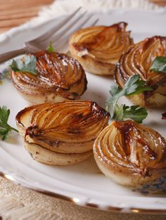 Balsamic Roasted Onions Balsamic Roasted Onions Source by abeachgirl Vidalia Onion Recipes, Vidalia Onions, Vegetable Side Dishes, Vegetable Recipes, Vegetarian Recipes, Cooking Recipes, Cooking Games, Bread Recipes, Onions