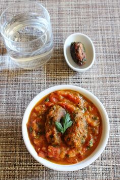 Tameta muthia nu shaak aka tomato muthia curry is a Gujarati recipe, flour-fenugreek fried dumplings are simmered in tangy tomato gravy.