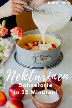 haben Ende Frühling und im Sommer Saison, deshalb ist diese Nektari… have late spring and summer season, so this nectarine # cream cake is the best thing you can do now! Cake Recipes, Snack Recipes, Cooking Recipes, Snacks, Dinner Recipes, Cupcakes, Nectarine Recipes, Sour Cream Cake, Sweet Bakery