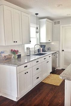 Small Kitchen Remodeling Best 100 white kitchen cabinets decor ideas for farmhouse style design - Best 100 white kitchen cabinets decor ideas for farmhouse style design Cottage Kitchen Cabinets, Kitchen Cabinet Design, Kitchen Dining, Kitchen White, Kitchen Tables, Country Kitchen, Diy Kitchen, 1950s Kitchen, Basic Kitchen