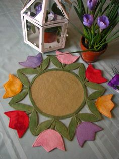 Perennial Blessings Tulips - A round penny rug with a twist. Felted Wool Crafts, Felt Crafts, Fabric Crafts, Sewing Crafts, Diy And Crafts, Felt Embroidery, Felt Applique, Felt Flowers, Fabric Flowers