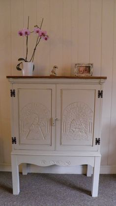 Vintage shabby chic solid oak carved by PreeDonnRetroVintage