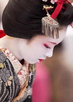 Maiko - apprentice of Geisha