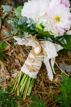 I just love all these pretty little accessories that make your wedding and especially your outfit so special! As Mia and I decided to tell you about bouquets, I've found gorgeous bouquet wraps to make your blooms. Rustic Wedding Photos, Wedding Ideas, Wedding Stuff, Wedding Inspiration, Bouquet Wrap, Eclectic Wedding, Timeless Wedding, Vineyard Wedding, Wraps