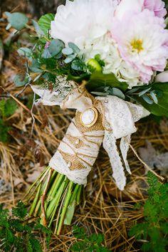 burlap, lace and vintage brooch wrapped bouquet  http://www.weddingchicks.com/2013/09/30/vintage-vineyard-wedding/