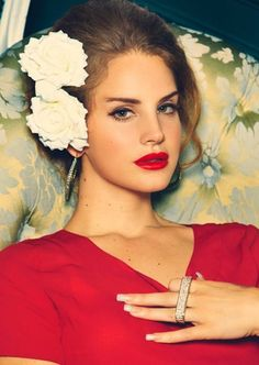 Lana Del Rey makeup & hair.