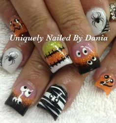 57 Easy Halloween Nail Art With Ghost Pumpkin Candy Corn Disney Designs Are you looking for easy Halloween nail art designs for October for Halloween party? See our collection full of easy Halloween nail art designs ideas and get inspired! Holiday Nail Designs, Halloween Nail Designs, Halloween Nail Art, Nail Art Designs, Easy Halloween, Halloween Party, Thanksgiving Nail Designs, Halloween Patterns, Get Nails