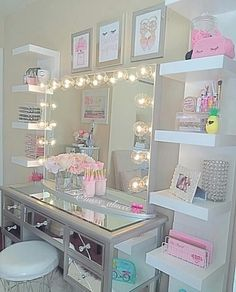 Are you in need of some genius small space bedroom storage ideas? Well, you're i… Sponsored Sponsored Are you in need of some genius small space bedroom storage ideas? Well, you're in luck! Click through to see 15 unexpected Ideas… Continue Reading → Sala Glam, Small Space Bedroom, Bedroom Ideas For Small Rooms For Girls, Trendy Bedroom, Modern Bedroom, Teen Bedroom Colors, Bedroom Storage For Small Rooms, Master Bedroom, Girs Bedroom Ideas