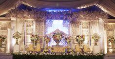 Classy Champagne #mawarprada #dekorasi #pernikahan #blue #garden #botanical #elegance #modern #pelaminan #wedding #decoration #granmahakam #jakarta more info: T.0817 015 0406 E. info@mawarprada.com www.mawarprada.com