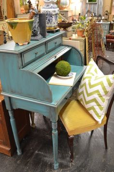 Vintage Finds Love this roll top desk. I so want it.