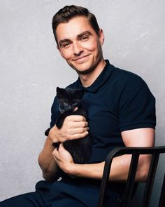 Justin Theroux And Dave Franco Interview Each Other While Playing With Kittens Justin Theroux And Dave Franco Interviewed Each Other Playing With Kittens And It's Cute AF Celebrity Dads, Celebrity Crush, Celebrity Style, Manscaping Tips, Jack Wilder, James And Dave Franco, Franco Brothers, Men With Cats, Justin Theroux