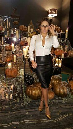 Blusen Specy Babe in stylish black Leather Pencil Skirt Easy Pond Fountain Installati Black Leather Pencil Skirt, Pencil Skirt Casual, Leather Midi Skirt, High Waisted Pencil Skirt, Leather Dresses, Denim Skirt, Sexy Skirt, Dress Skirt, Skirt Outfits