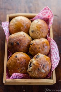 Panini dolci al cioccolato - Sweet buns with chocolate and apricot #baking #bread
