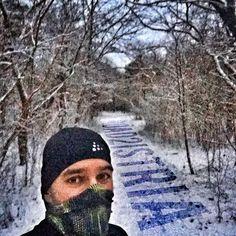Leise rieselte der Schnee über Nacht und lies mich auf knirschendem Weiß in die Arbeit laufen. Ab nächste Woche wird für Istrien trainiert und ich bin immer noch am überlegen  wie ich die Temperaturdifferenzen zwischen Frühling in Deutschland und Frühling in Kroatien gemanagt bekomme. Laufband in der Sauna ist doof ... ich mag nämlich keine Laufbänder  Irgendwelche Ideen? Leise rieselt der ... #SportFrei