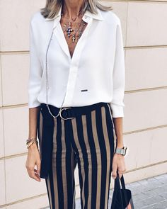 Best Clothing Styles For Women Over 50 - Fashion Trends Estilo Fashion, 50 Fashion, Work Fashion, Urban Fashion, Fashion Outfits, Fashion Trends, Fashion For Women Over 40, Womens Fashion For Work, Classic Outfits