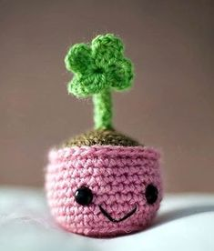 Four leaf clover - free crochet pattern in english