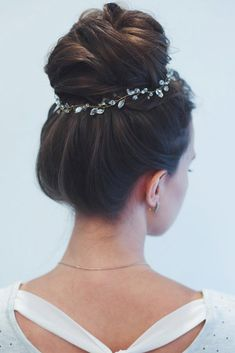 We've collected 45 photos with best homecoming hairstyles for medium and long hair. You'll find here amazing hairstyle solutions with braids, mermaid style, buns, and ponytails. ★ See more: http://glaminati.com/homecoming-hairstyles-medium-long-hair/?utm_source=Pinterest&utm_medium=Social&utm_campaign=homecoming-hairstyles-medium-long-hair&utm_content=photo31