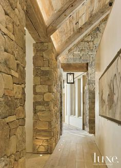 Zone 4 Architects designed an Aspen house to have a rustic shell offset by modern touches. The house, which was built by Brikor Associates, was designed to resemble an old rediscovered farm compound. Aspen House, Modern Rustic Homes, Rustic Stone, Stone Houses, Rustic Interiors, Design Interiors, Rustic Farmhouse, Rustic Entry, Rustic Desk