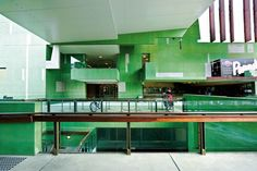 Public circulation slices through the State Library of Queensland, a rework by Donovan Hill and Peddle Thorp of Robin Gibson's 1988 edifice.