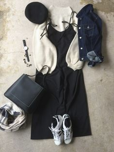 Throughout the women's fashions reflected the girl-next-door innocence with a hint of feminine allure. Modest Outfits, Winter Outfits, Cute Outfits, Korean Fashion Ulzzang, High Fashion, Womens Fashion, Aesthetic Clothes, Everyday Fashion, Autumn Fashion
