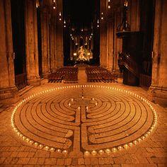 ecco il labirinto della cattedrale di Chartres, percorso di meditazione antichissimo