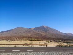 Teide kansallispuisto ja Teide tulivuori ovat komea näky Teneriffan auringonpaahteessa. Lue blogista parhaat tärpit Teiden kansallispuistoon! // www.kookospalmunalla.fi // The Teide National Park and the Teide Volcano are a magnificent sight in the burning heat of Tenerife. Read more from my blog! // www.kookospalmunalla.fi // #teide #tenerife #teneriffa #kookospalmunallablog #travel #matkablogi Tenerife, Canary Islands, Volcano, Mount Rainier, Safari, National Parks, About Me Blog, Mountains, Lifestyle