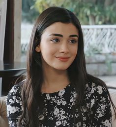 Turkish Women Beautiful, Turkish Beauty, Film Aesthetic, Aesthetic Girl, Girl Photo Poses, Girl Photos, Prety Girl, Cute Tumblr Pictures, Alina Boz