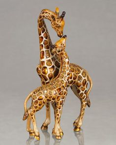 Mother & Baby Giraffe Figure by Jay Strongwater - beautiful accent piece. these figurines cost almost as much as a real Safari Giraffe Decor, Giraffe Art, Giraffe Ring, Giraffe Figurine, Mother And Baby, Zebras, African Art, Accent Pieces, Kenya