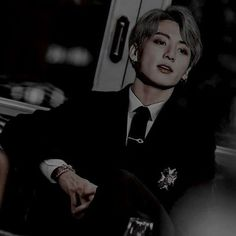 Jungkook fold his hands sitting on his chair while eyeing Taehyung Foto Jungkook, Foto Bts, Jungkook Abs, Kookie Bts, Jungkook Fanart, Jungkook Cute, Bts Photo, Bts Taehyung, Namjoon