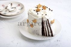 Cake with chocolate and vanilla frosting - Tούρτα με παντεσπάνι σοκολάτας και frosting βανίλιας