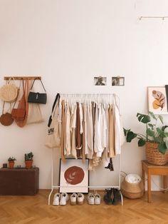 Room Ideas Bedroom, Bedroom Ideas For Small Rooms, Bench In Bedroom, Cozy Small Bedrooms, Small Room Decor, Small Room Bedroom, Decor Room, Aesthetic Room Decor, Bedroom Storage