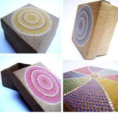 Malena Valcárcel original Art: Cajas de cartón reciclado pintadas / puntillismo