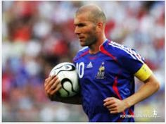 Zinedine Zidane was the best player in the world for the best part of a decade and was imperious in finals Best Football Players, Good Soccer Players, Football Stadiums, Football Soccer, Soccer Jerseys, Zinedine Zidane, Real Madrid, David Beckham Unicef, International Soccer
